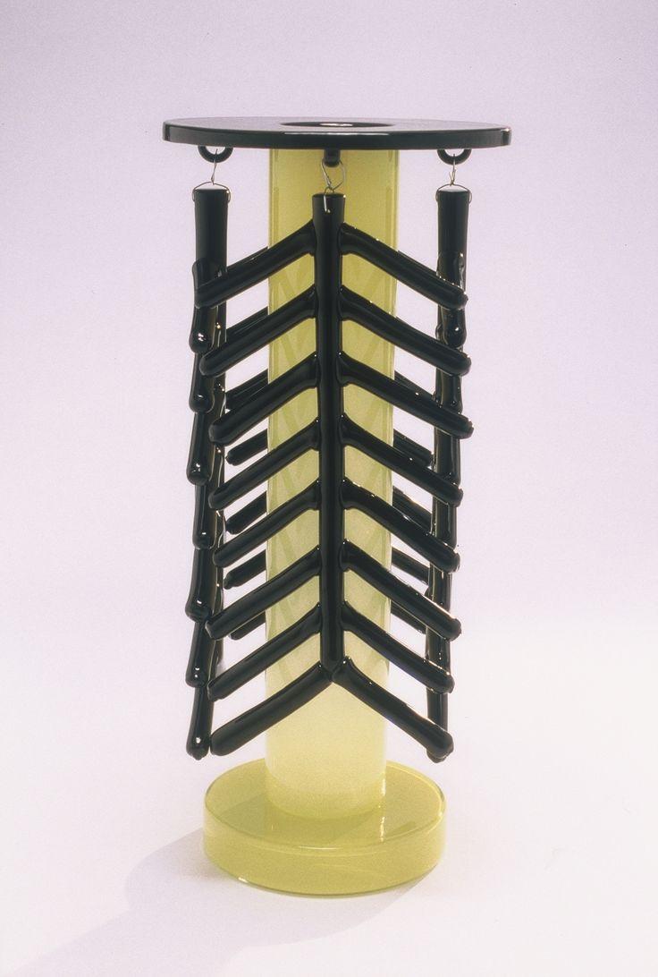 Ettore Sottsass, Xiangzhen, 1999-2000 | Realisation Centre international de recherche sur le verre et les arts plastiques  (CIRVA), Marseille, édition Galerie Mourmans, Maastricht (Pays-Bas) | photograph  © Jean-Luc Maby / CIRVA |  #glass #glasswork #design #mudac
