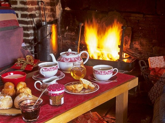 Petit déjeuner - Cottage in the Auge Valley in Normandy, France all ready for Christmas.