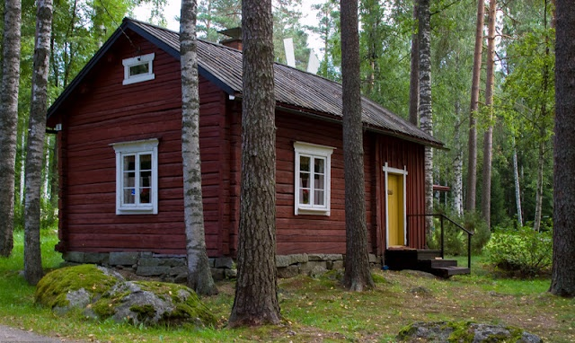 I love the old red houses in Finland.