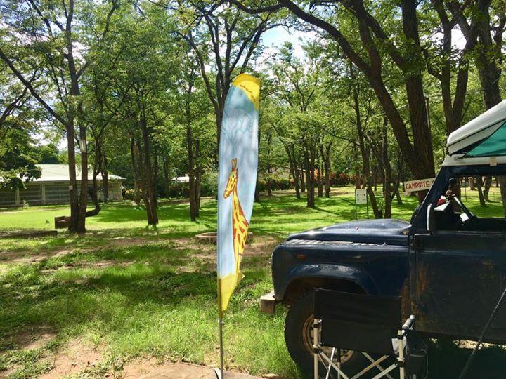 Nach zwei Wochen Simbabwe endlich wieder funktionierendes Internet. Und der Fotobeweis für meine Ray Sono Kollegen: die Flagge ist dabei und im Einsatz. Wir entspannen gerade im Kruger Nationalpark Südafrika. Unsere Blog- und Bilder-Pipeline ist lang... Die ausstehenden Reiseberichte Namibia und Simbabwe folgen in den nächsten Tagen versprochen