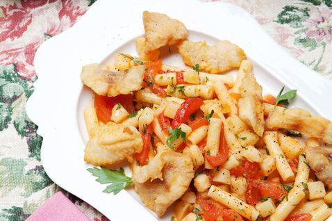 Sedanini con patate, pomodori e pesce persico