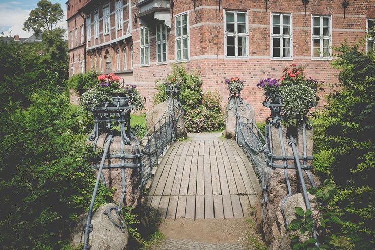 Grün, grüner –hier kommen Hamburgs grünste Ecken! Gemeinsam mit der S-Bahn Hamburg gehen wir in diesem Sommer auf große Entdeckungstour und stellen euch in verschiedenen Artikeln die schönsten Natur-Highlights in der Hansestadt vor. Diese Woche gehen wir auf royale Erkundungstour im Schlosspark Bergedorf. Im Herzen von Bergedorf lauert eine grüne Perle, die ihr bei eurer …