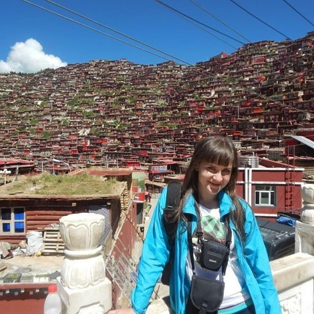 Recently I receive many messages from people who want to see #larunggar in #sichuan #china . What I hear is that foreigners can't enter this place any more and most of the houses will be destroyed. That breakes make heart into pieces #polishgirl #polishtravelblogs #blogger #blog #polskieblogipodroznicze