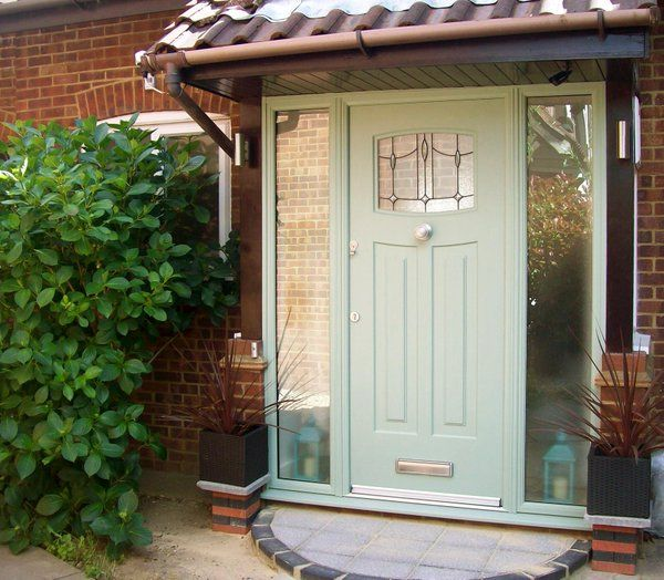 A lovely Newark Rockdoor emphasised by the two large side window panels #ChartwellGreen #HomeImprovements #Entrance #Rockdoor