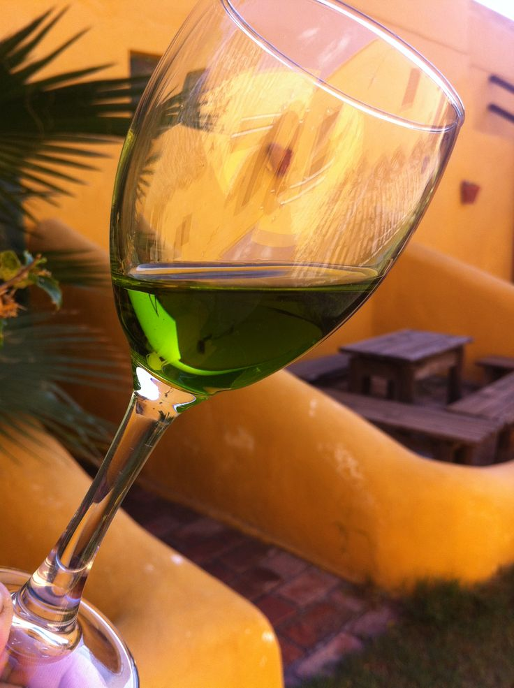Freshly-pressed Picual EVOO from Oro del Desierto