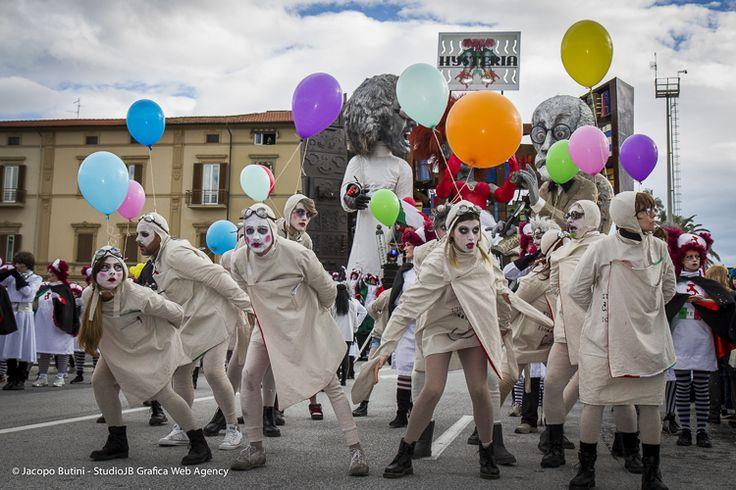 Carnevale di Viareggio 2014 Gilbert Lebigre e Corinne Roger - Hysteria-Italia in ultima analisi (I cat). www.ilcarnevalediviareggio.it