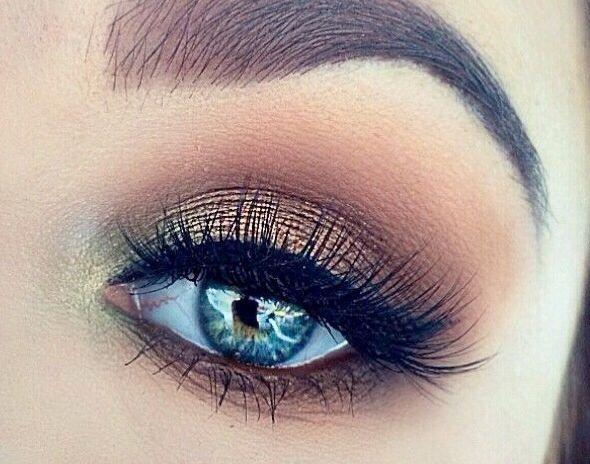 Eye makeup for blue eyes.