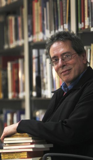 """César Aira, escritor y traductor argentino. / ULY MARTÍN. Francia bendice la literatura de """"sabio loco"""" de César Aira   Cultura   EL PAÍS"""