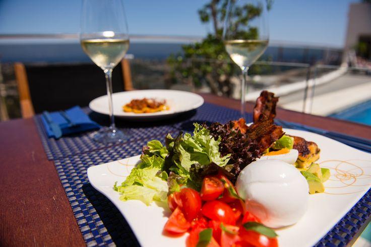 En días como el de hoy, comer al aire libre esto un placer: 22º C ☀ Calpe.  #ColinaHomeResort #ColinaCalpe #Calpe #Resort #Turismo #PlayaCalpe #CostaBlanca #CiudadCalpe #ColinaResort #ResortCalpe