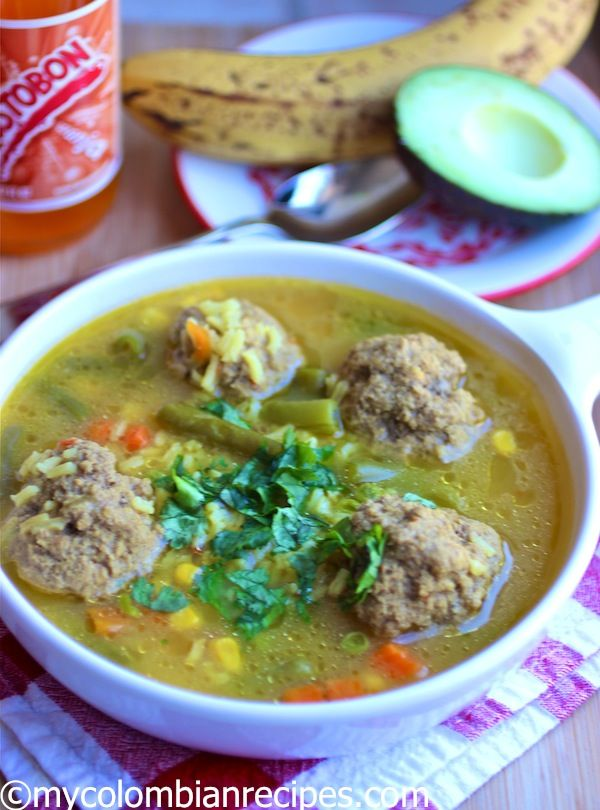 Sopa de Arroz con Albóndigas.