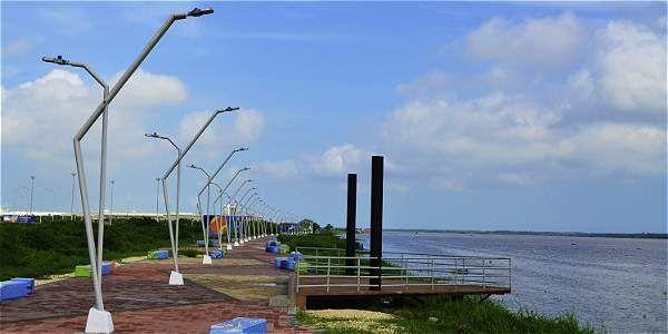 El malecón del Bicentenario es una de las nuevas obras en Barranquilla, de cara al río Magdalena.