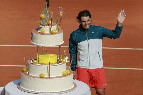 Rafael Nadal a fêté son anniversaire sur le Court Central. #pricelessparis #rg2013 #mastercard