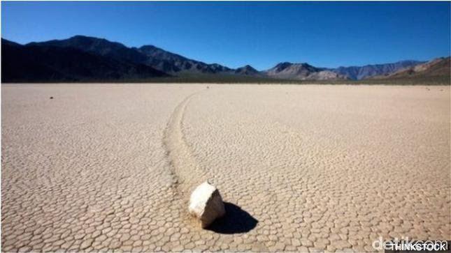 Fenomena Batu Berjalan di Taman Nasional Lembah Maut, Misteri Puluhan Tahun yang Tak Kunjung Terungkap