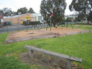 Nillumbik Reserve, Elizabeth Street, Diamond Creek    Facilities: playground, toilets, seats, tables, water and sports oval