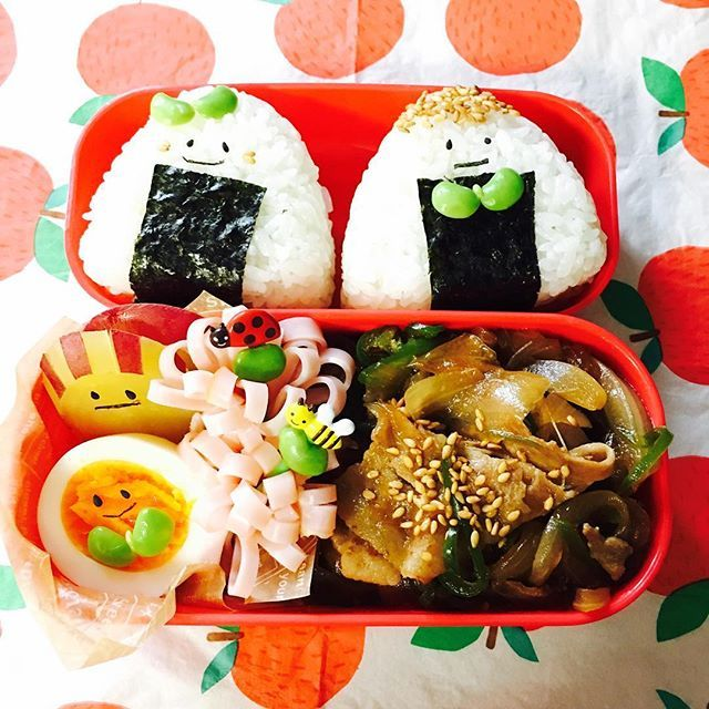 おはようございます😃 updateしたらいろんなものが消えてしまったマイフォンさん📱すこぶる不便🐸💦 今日の東京寒い❗️秋だなー冬だなーぬぬぬぬぬー❄️ 早くお家に帰ってきたい。そんな休み明けー。 2連休あっという間🐘🌀 今週もよろしくお願いいたしまする🍌 • #今日のJのお弁当☺︎ #旦那さん弁当 #おべんとう #お弁当 #ランチ #おひるごはん #お昼ごはん #手作り弁当 #おにぎり #おにぎり弁当 #顔弁 #のり弁 #おにぎりの形をしたのり弁 #お弁当記録 #お弁当作り楽しもう部  #オベンタグラム #おべんたー #オベンター #obento #obentopark