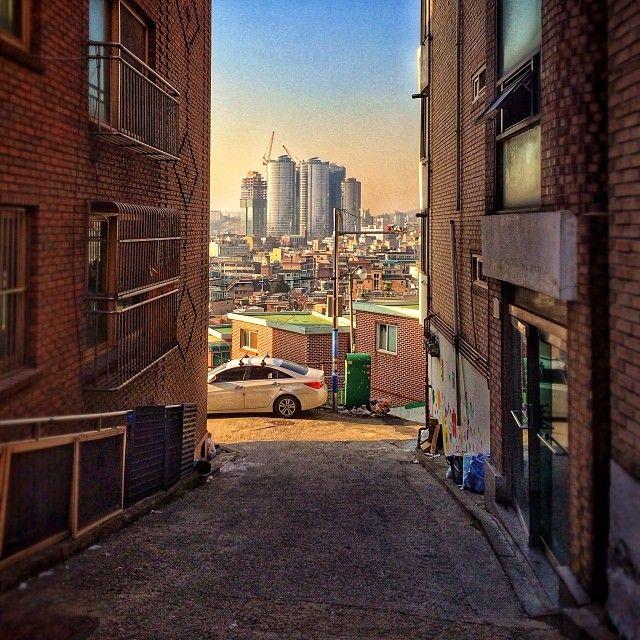 sarafa / #20131224 #iphone5s #seoul #alley #landscape #서울 #해방촌 #후암동 #골목 #주택가 #ソウル #snapseed / 서울 용산 후암 / #골목 #길 / 2013 12 27 /