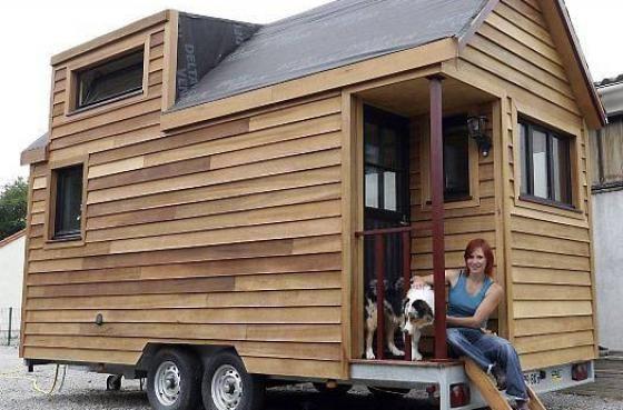 a 28 ans la titia a construit sa mini maison roulante plus d 39 id es mini maison construire et. Black Bedroom Furniture Sets. Home Design Ideas