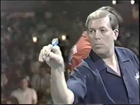John Lowe (Eng) BDO 3x World Champion (1979,87,93)