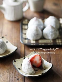 電子レンジで求肥が5分で出来ちゃう♪ご家庭でも簡単に可愛いイチゴ大福ができますよ~!お花見、ひなまつりのお菓子に♪