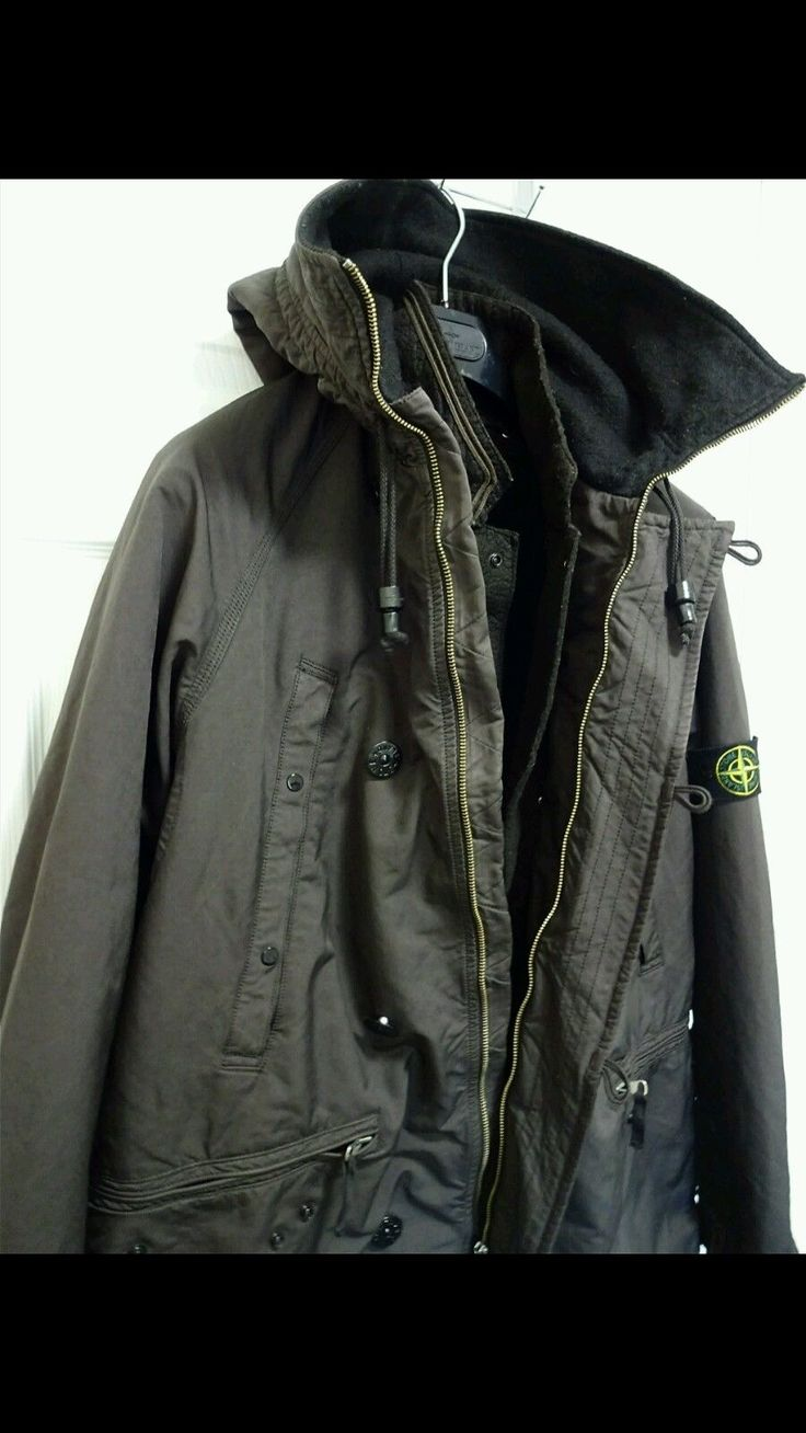 A good honest winter jacket that won't let you down You'll be hard pushed to get a better stone Island winter jacket in this condition and at this price One of the best jackets made by stone Island Micro fiber David tc Comes In amazing condition A jacket that was made to last Won't peel, won't fade, won't let you down Weighs a ton Boiled wool inner Dutch rope Rrp was just shy of £1000 Don't miss out as you'll only regret it Size ...