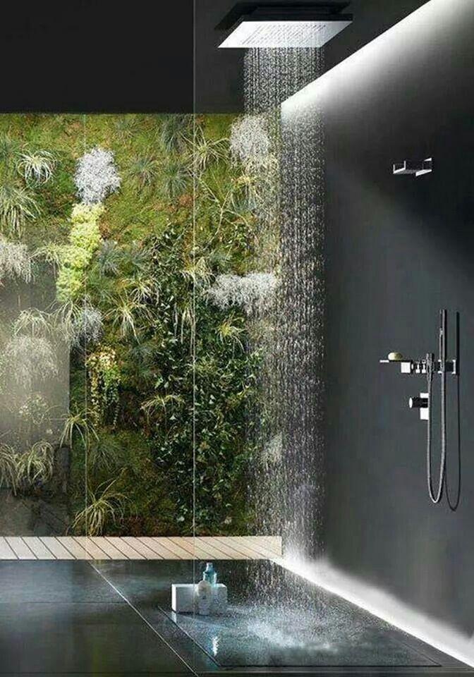 Baño con jardin vertical