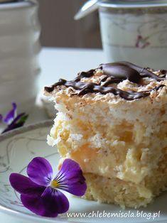 Ananasowiec – ciasto z kremem ananasowym i chrupiącą bezą kokosową | chlebem i solą