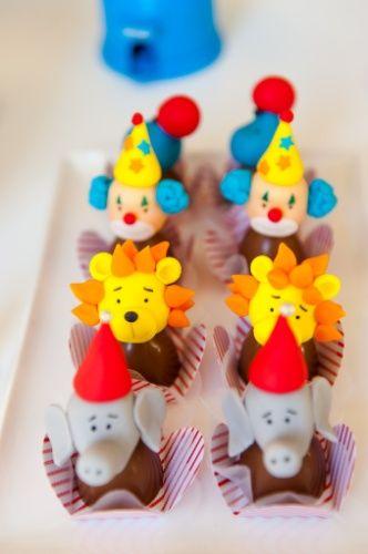 Bombons decorados com palhaços, leões e elefantes foram algumas das guloseimas da festa com o tema circo, criada por Kelly Pinheiro, da Bella Fiore