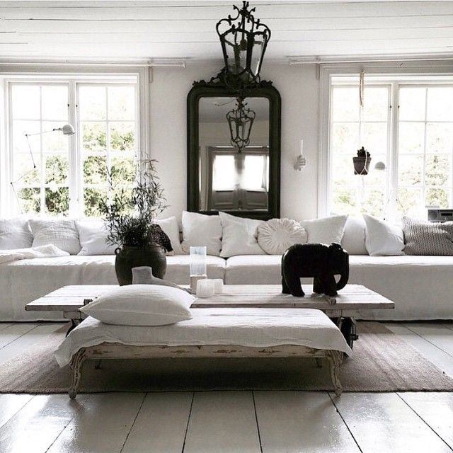 Here's some exquisite inspiration from @biskopsgarden. They have created one luxurious oversized sofa out of 2 daybeds + large cushions covered in white Bemz slipcovers. We think it's stunning. What do you think? #bemz #Bemzdesign