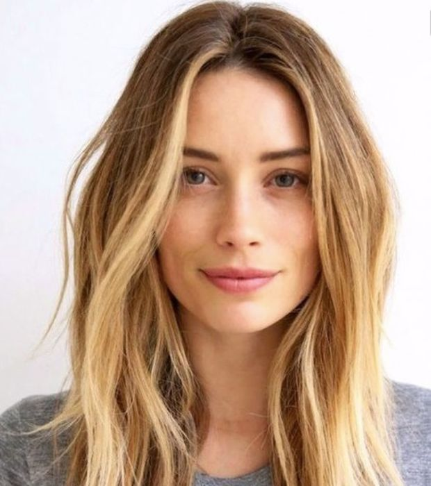 Pas de faute de goût avec le blond chaud, facile à porter. Optez pour des reflets caramels pour une chevelure ultra tendance.
