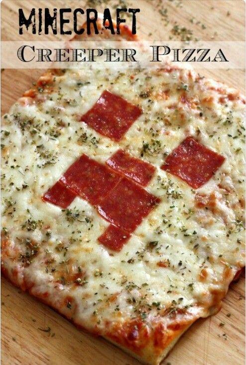 Minecraft pizza. Leuk om in het groot te maken, maar als traktatie kan het ook! Maak van deeg vierkantjes en prik deze op een stokje, beleg je mini pizza's met tomatensaus, kaas, kruiden en worst/salami een creeper gezichtje en bak de pizzatjes in de oven af. Week de stokjes van te voren, wel in water, anders verbranden ze.