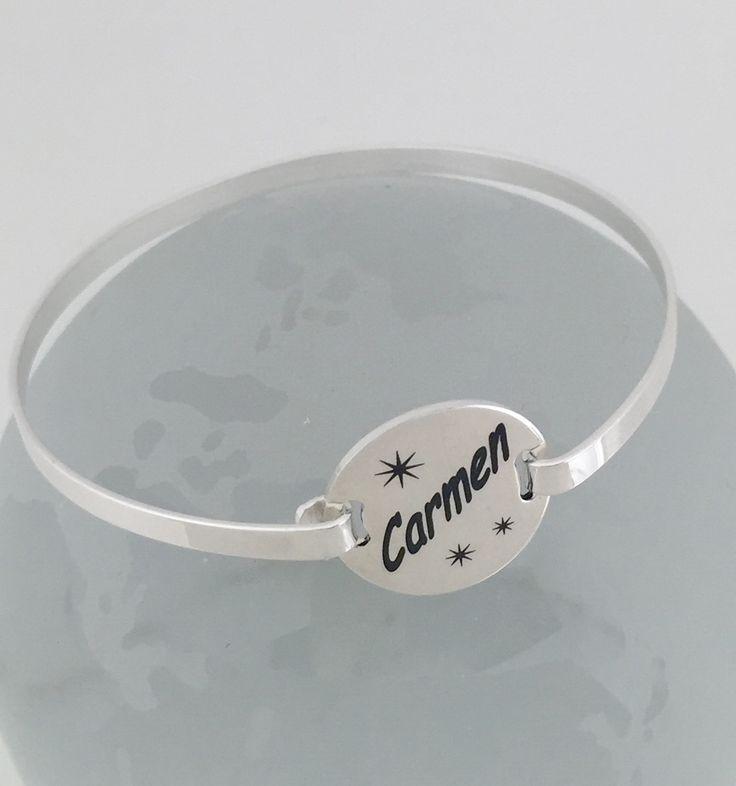 Pulsera brazalete Oval Silver, en plata de ley. Regalo  cumpleaños grabado personalizado con tu nombre. #joyasquehablandeti #miplatafina