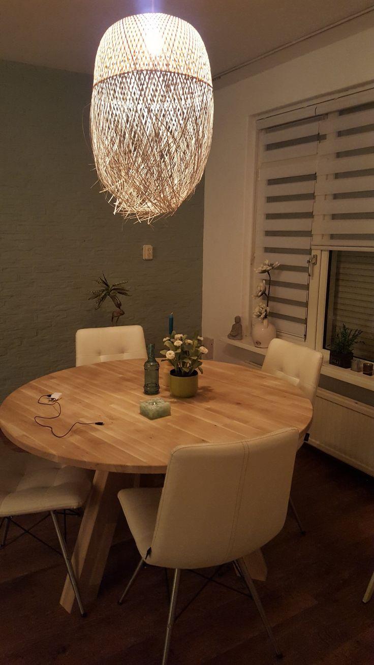 woonkamer - Mijn vriend zijn gezellige huiskamer, Ronde tafel met 4 stoelen van henders en hazel , prachtige blikvanger is mijn lamp van bloomingville en natuurlijk de mooie groene kleur op de muur !!