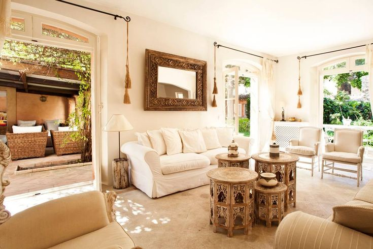"""Ganze Unterkunft in Saint-Tropez, Frankreich. """"Maison Jolie"""" is one of the only stand-alone private villas with an amazing garden in the town center, a 2 minutes walk from the charming port and famous Cafe de Paris and Senequier. Everything is near, from restaurants to the most exclusive club!"""