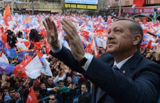Bagaimana Erdogan Buat Turki Dicemburui Seluruh Dunia   1. Produk domestik nasional Turki pada tahun 2013 mencapai 100 bilion Dolar Amerika menyamai pendapatan gabungan 3 negara dengan ekonomi terkuat di Timur Tengah; Arab Saudi UAE Iran dan ditambah dengan Jordan Syria dan Lebanon.  2. Erdogan membawa negerinya melakukan lompatan ekonomi yang besar dari rangking 111 dunia ke peringkat 16 dengan rata-rata peningkatan 10% setahun yang bererti masuknya Turki ke senarai 20 negara besar terkuat…