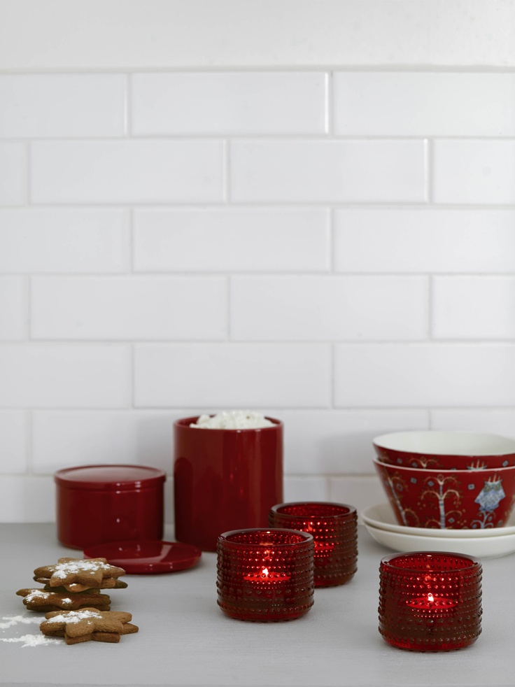 Sometimes you just want that classic feeling, where everything is as it used to be. Prepare for the holidays and relive your memories with some radiant red designs. Prepare a traditional setting with an abundance of red. Use the classic Purnukka jar to store the flour for the gingerbread baking or cook your porridge in the classic Sarpaneva pot. Together with scents, familiar decorations and music from your childhood, the nostalgic Christmas is set. www.iittala.com