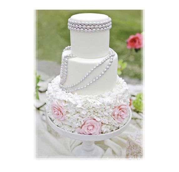 Beautiful Cake Pictures: White Cake with Pearls and Frills: Cakes with Frills, Cakes with Pearls, Wedding Cakes: Decor Cakes, Pearl Wedding Cakes, Cakes Collection, Cakes Decor, Pearls Wedding Cakes, Cakes Design, White Cakes, Beautiful Cakes, Cakes Pictures