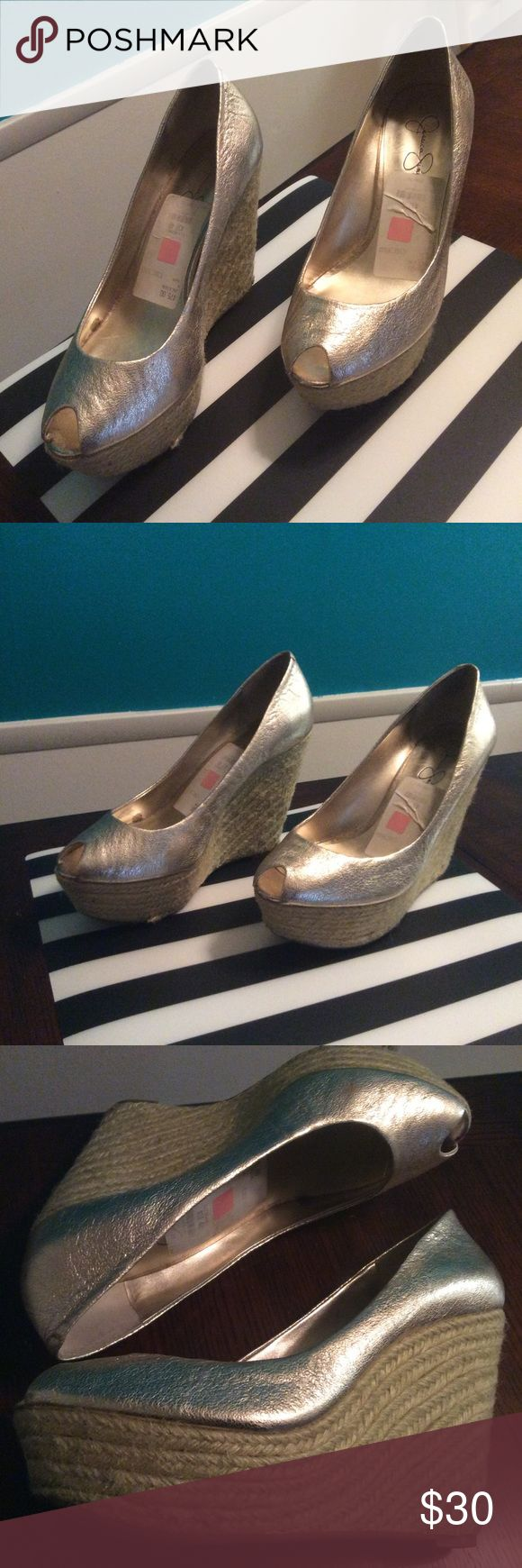 SHOE SALE🔥Jessica Simpson Gold wedge shoes Brushed metallic gold espadrille wedges by Jessica Simpson Jessica Simpson Shoes Wedges