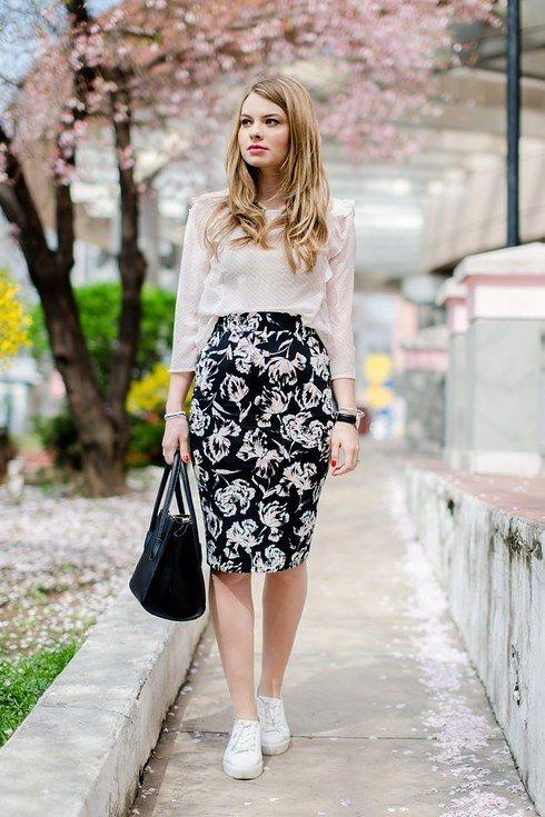 Con una falda de lápiz y una blusa por dentro: | 29 Looks ideales para las…