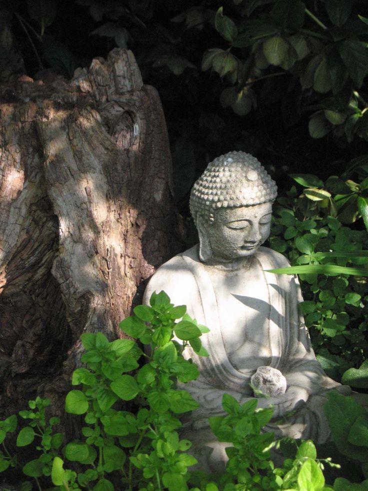 17 best images about beautiful garden statuary urns on pinterest gardens pedestal and planters. Black Bedroom Furniture Sets. Home Design Ideas