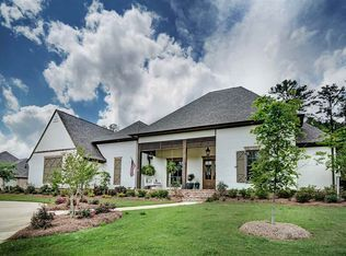 View 43 photos of this 5 bed, 5.0 bath, 4200 sqft single family home located at 260 Hidden Oaks Dr, Ridgeland, MS 39157