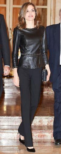 10 Nov 2016 - Queen Letizia attends Francisco Cerecedo Journalism Award 2016. Click to read more