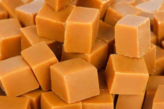 Как приготовить домашние ириски Сгущённое молоко 300 г Масло сливочное 100 г Мука пшеничная 2 ст. л. Молоко сухое 200 г Вода кипячёная 100 мл Для приготовления ирисок понадобится сухое молоко, масло…
