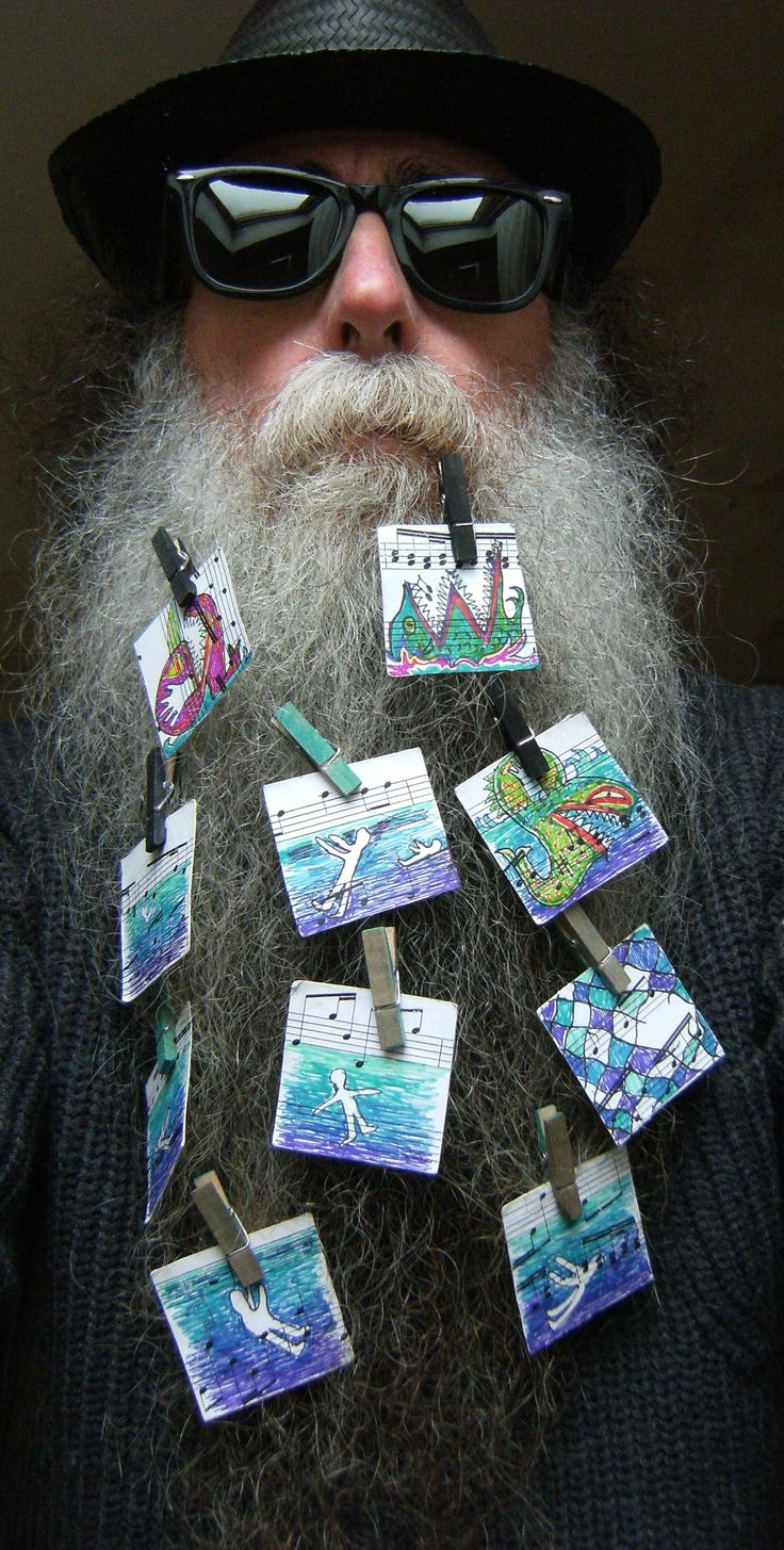 BEARD GALLERY - Opere di Maria Chorianopoulou installate sulla mia barba (Galleria Pensile)