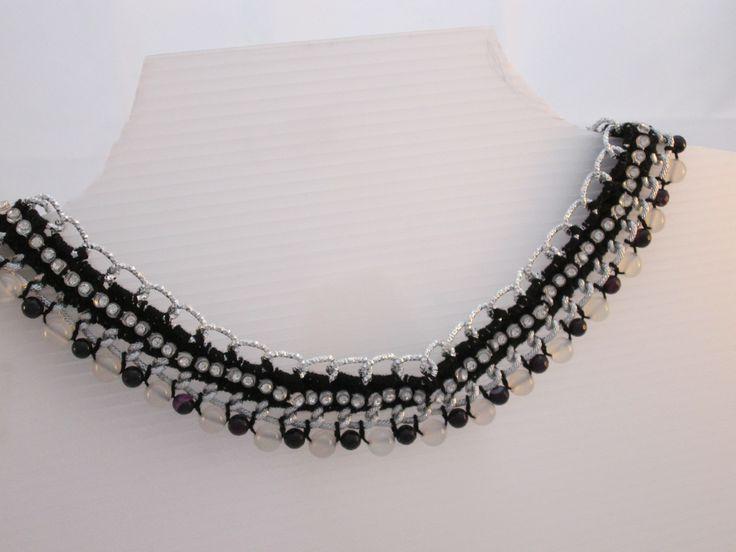 Collana stile egiziano con doppia catena e perle