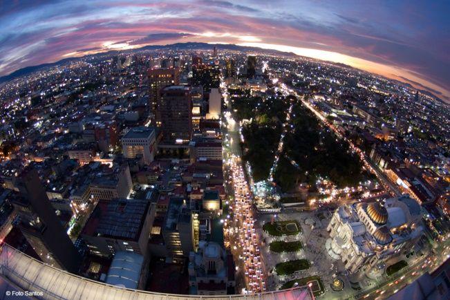 ¿Sabías qué en lo alto de la Torre Latinoamericana hay un mirador? Disfruta de la fabulosa vista de la Ciudad de México este fin de semana.