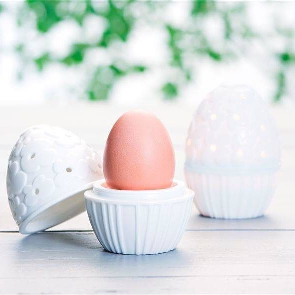 God morgen! Easter egg - Blooms - can be used both as an egg cup & as a tealight holder. Available only in our web-shop. #eastereggblooms #porcelain #jettefrölich #jettefroelich #jettefrölichdesign #jettefroelichdesign #danishdesign #scandinaviandesign #interiordesign #homedecor
