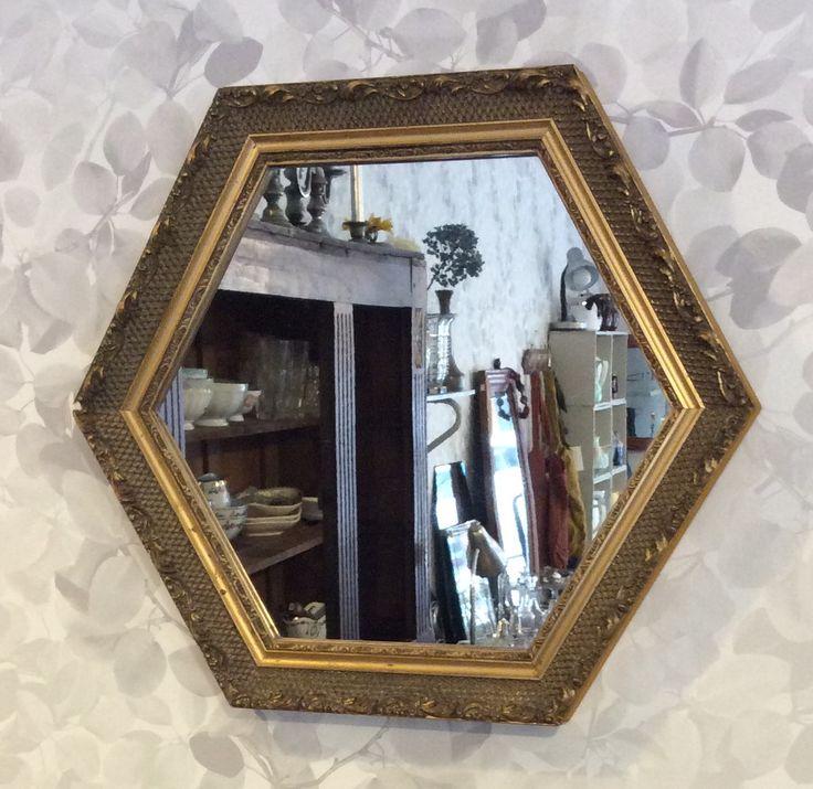 kuusikulmainen peili 60 luvulta Ranskasta . halkaisija 42 cm . @kooPernu
