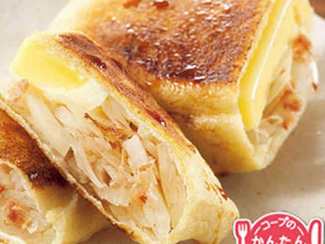 油揚げのチーズたまねぎ焼き by おいしいコープ 油揚げ、ベビーチーズ、玉ねぎ、かつおぶし