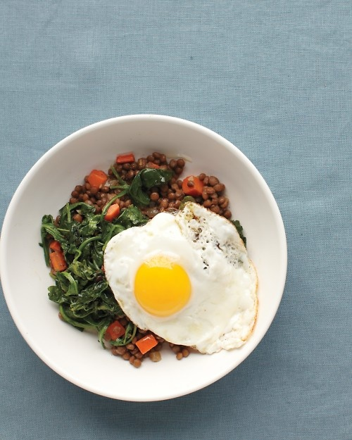 Lentils with Egg and Greens - Hungry? Fry an egg and combine with a few pantry staples for an instant meal!