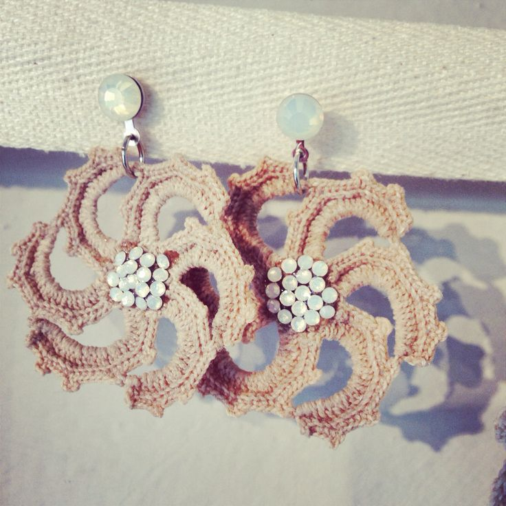 #dandelionfirenze earrings made with antique laces